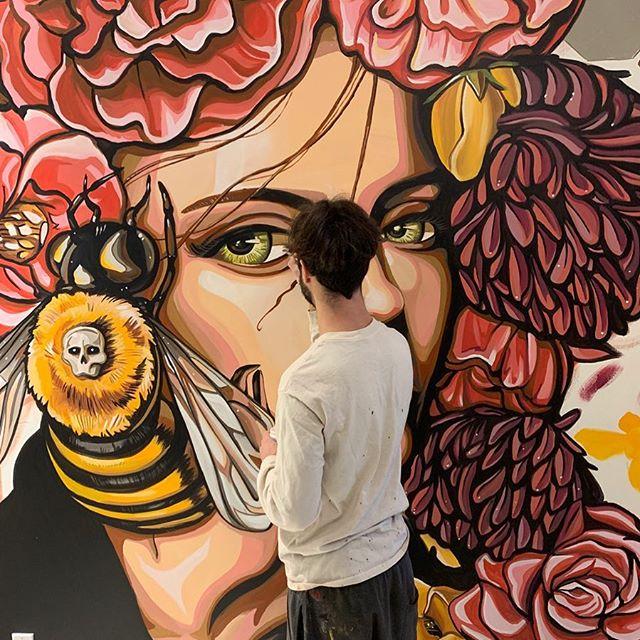 Candy apple eyes WIP  #girlportrait #acrylicportrait #killerbees #flowergirl #flowerheaddress #silenceofthelambs #floraldesigns #sandrasrose #lamurals #losangelesart #streetartglobe #streetartistry #hervision #greeneyes👀