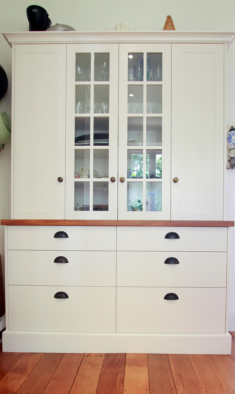 Dresser unit - lacquered fronts, rimu top