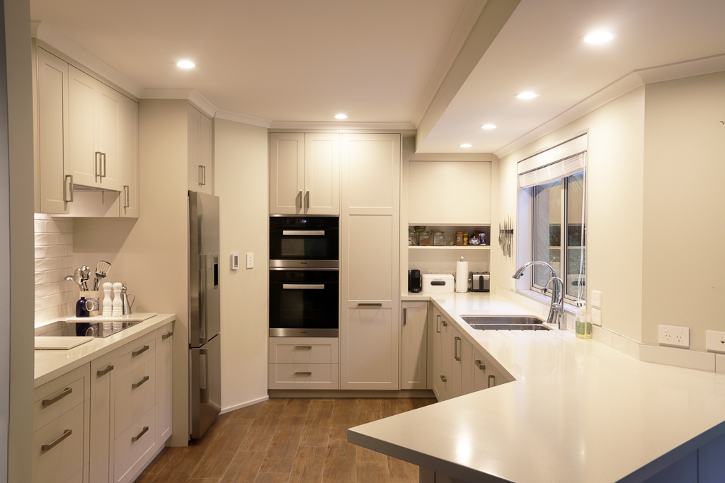 Classic kitchen with thermo-formed fronts and acrylic benchop