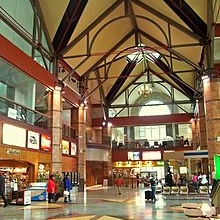 220px-Albany-Renssalaer_station_interior.jpg