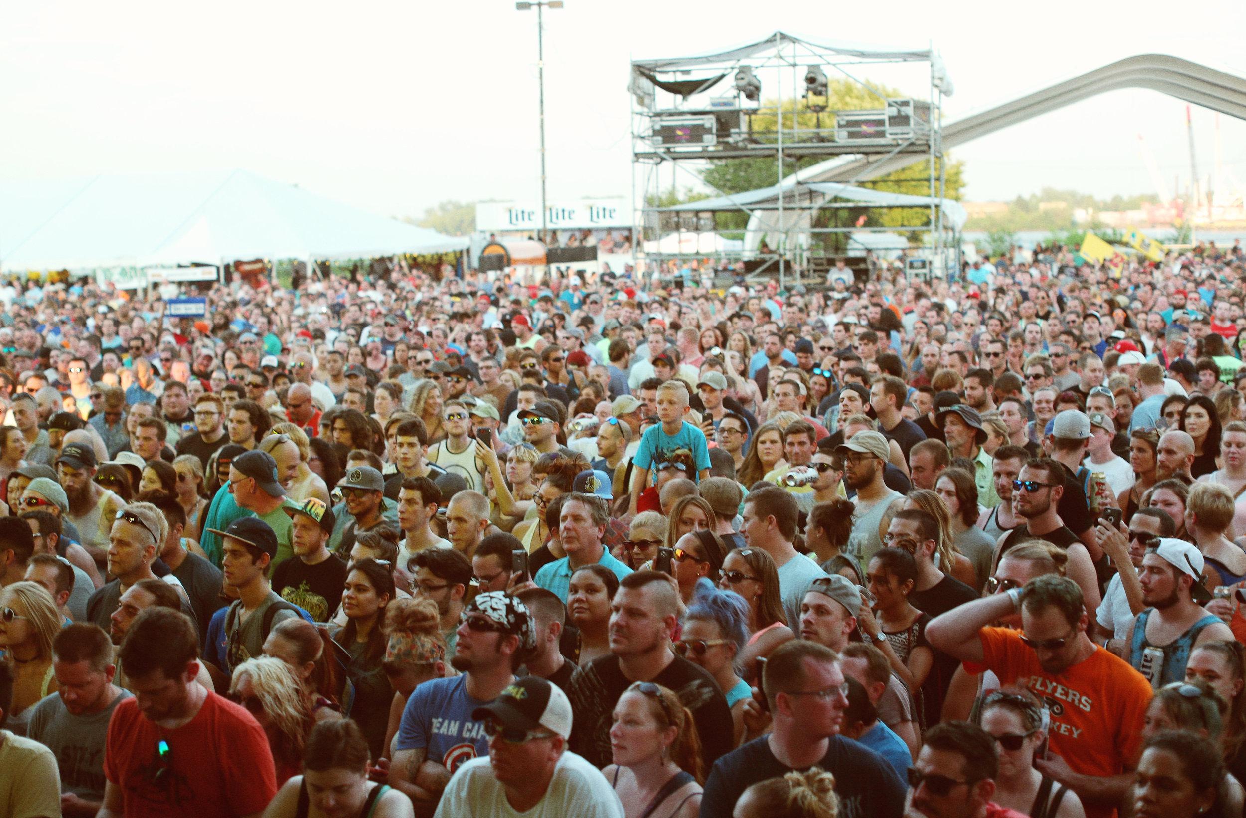 crowd sunshone.JPG