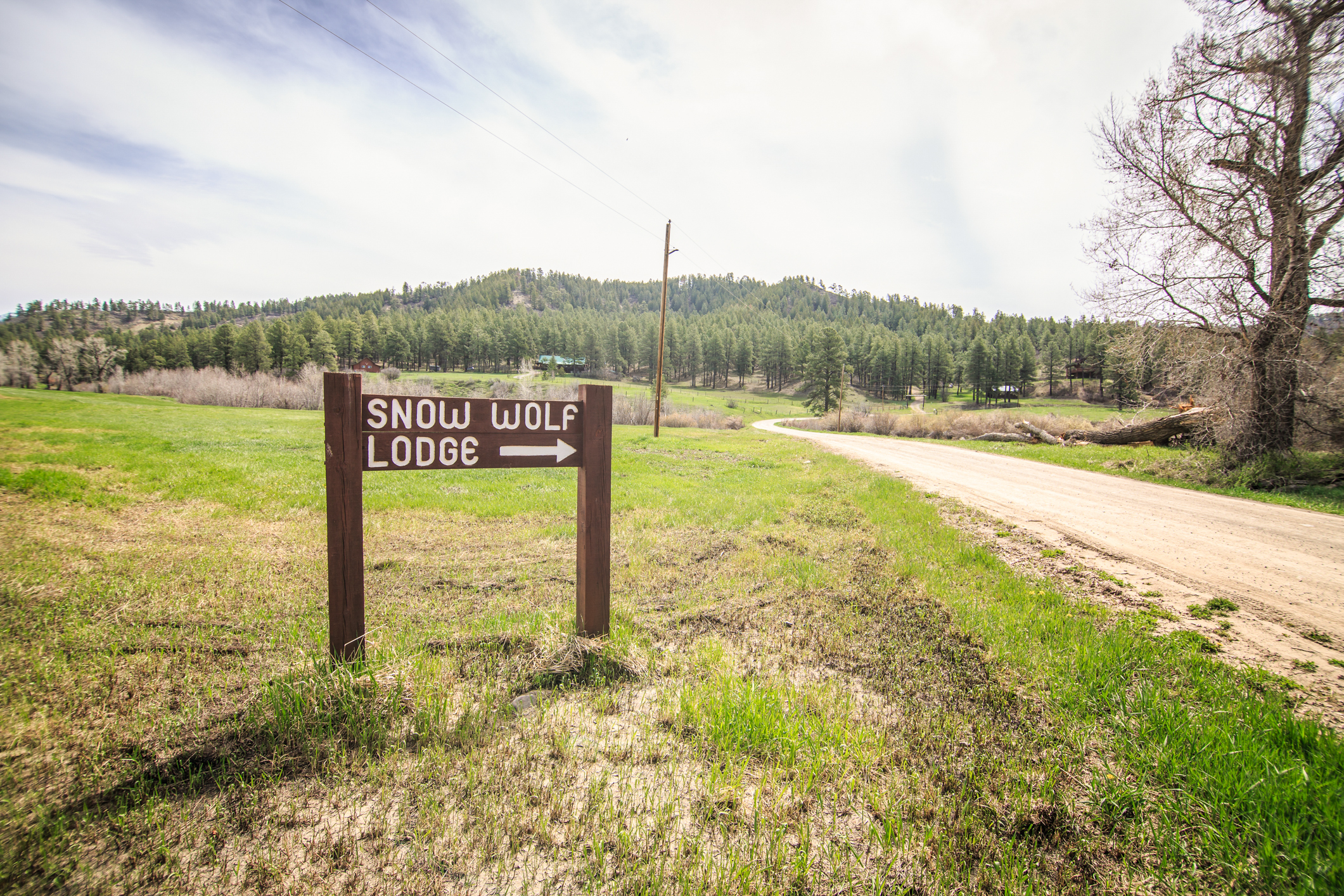 EXT Snow Wolf Lodge CREN--2.jpg