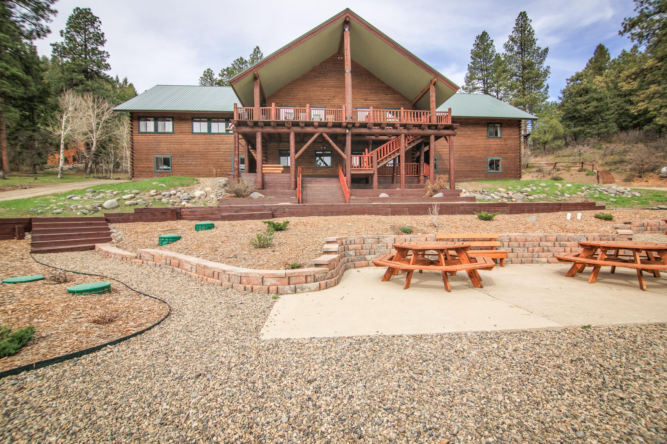 EXT Snow Wolf Lodge CREN--38.jpg