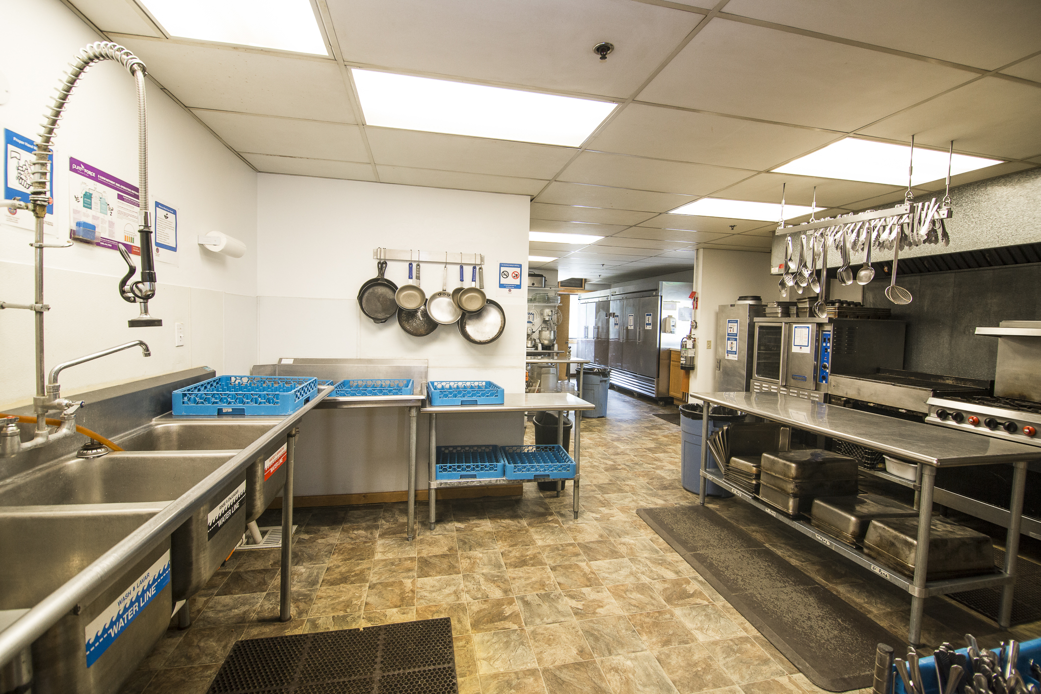 INT MAIN Lodge Kitchen CREN--2.jpg