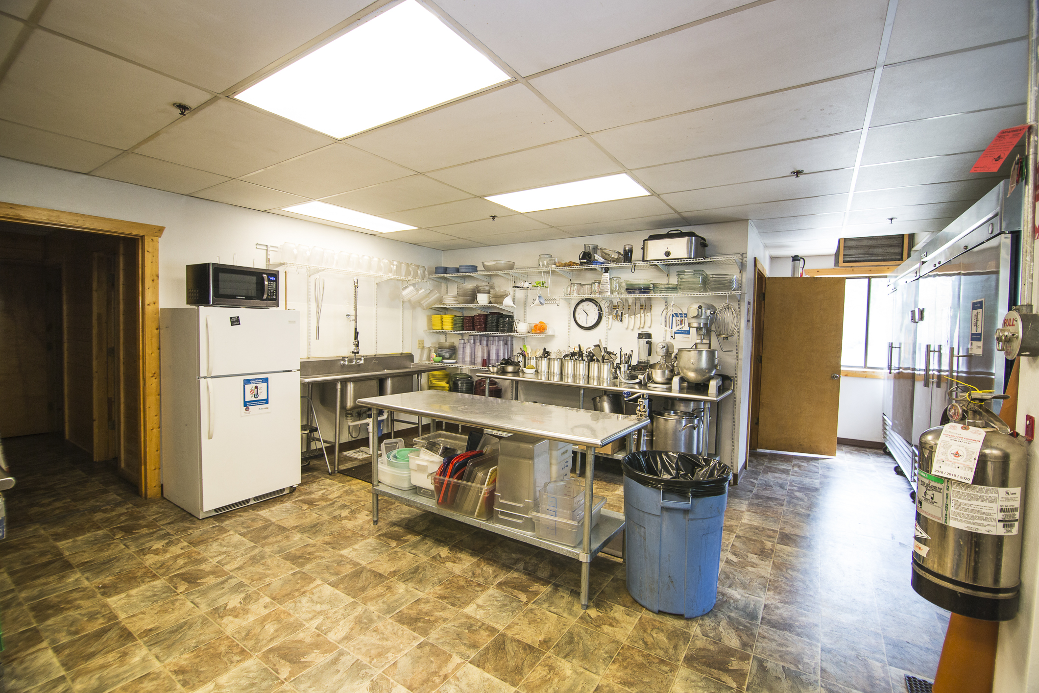 INT MAIN Lodge Kitchen CREN--4.jpg