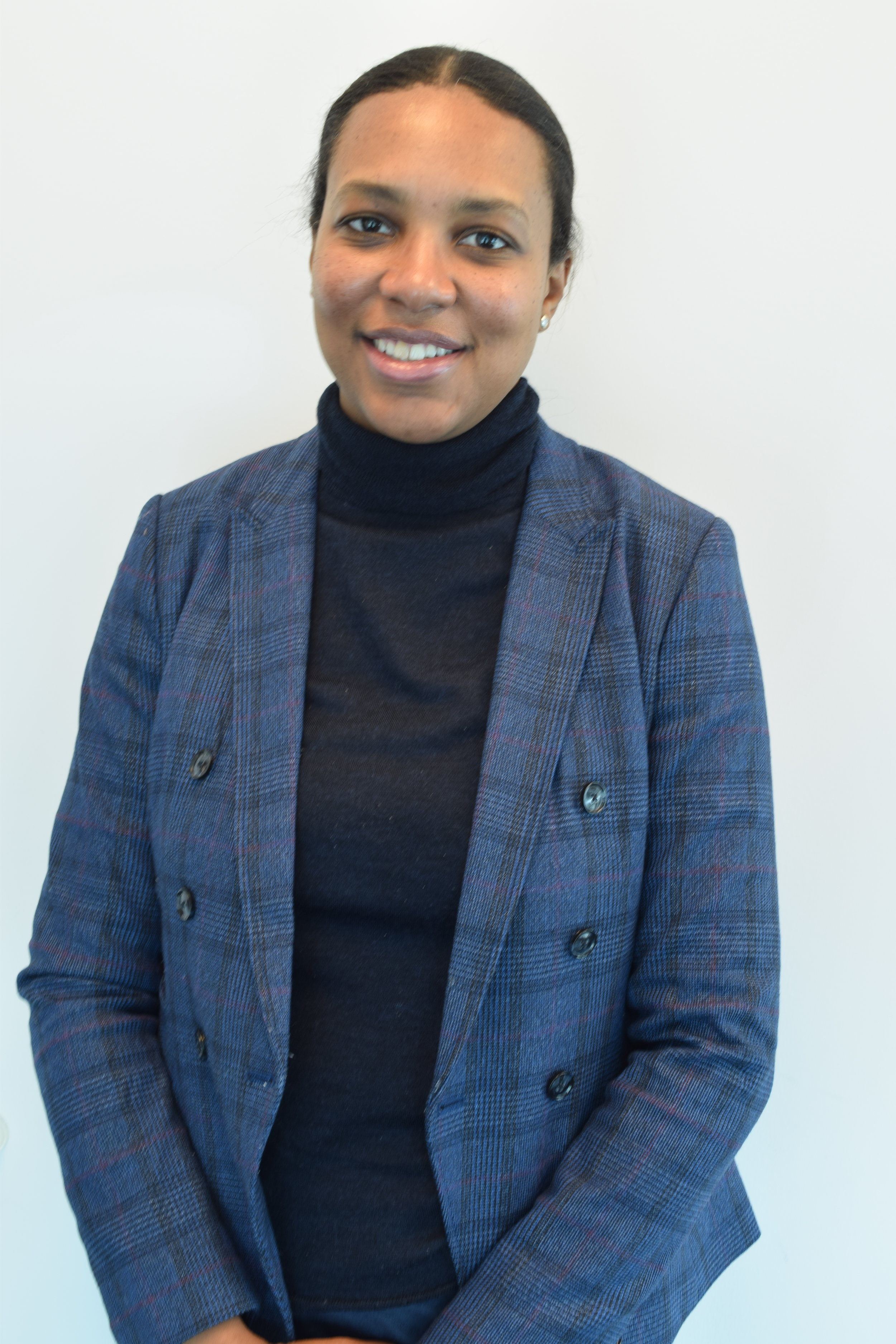 Melissa James, Asociado Principal