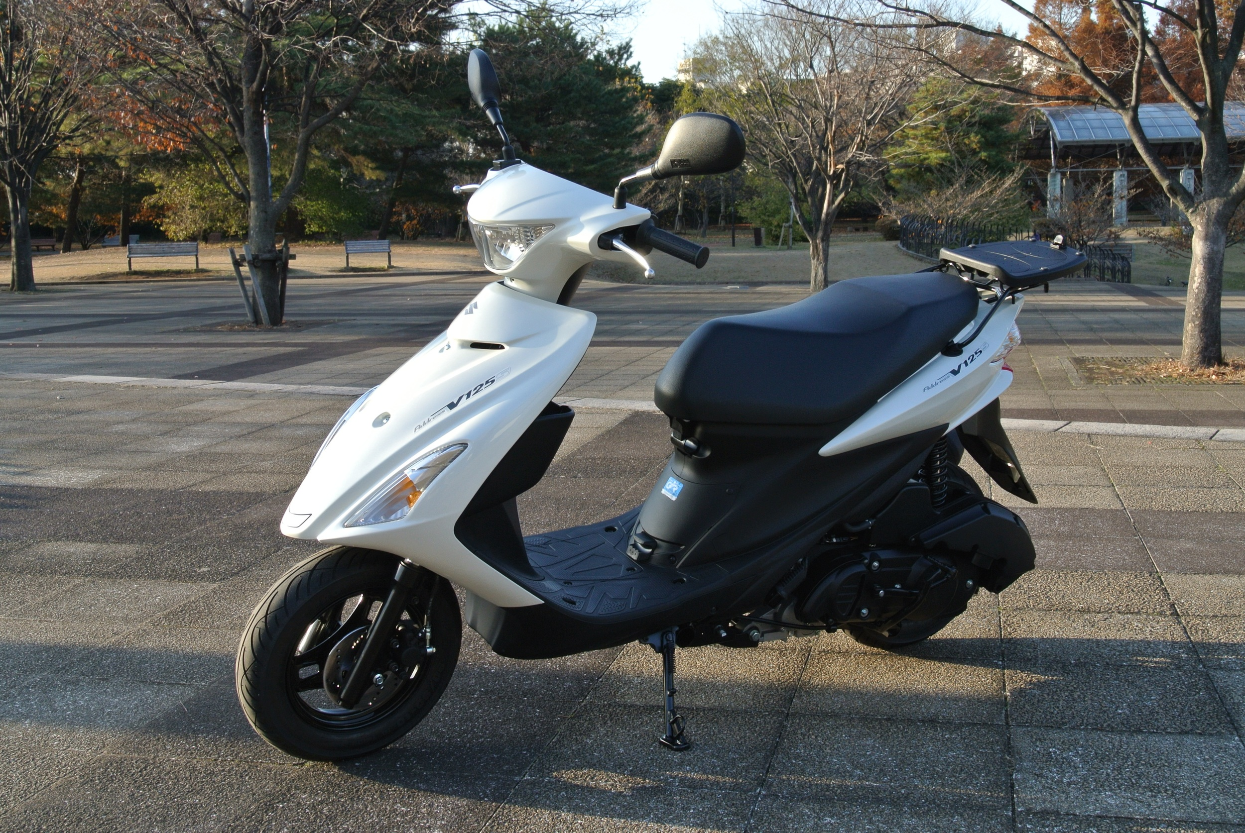 125cc:  A 125cc scooter can accelerate up to 90-100km/hr or higher. This size scooter has no trouble going up hills with more than one person. Even used scooters of this variety are quite durable despite higher mileage. With the higher power capacities comes an equally higher price tag. If your Chinese capabilities are moderate, consider bringing an LET or local friend to help with haggling.