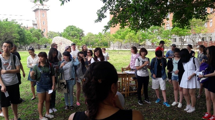 Students are enjoying the activities and interacting with Kinmen ETAs.