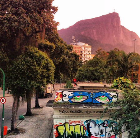 Pat-Milbery_Dave-Sheets_Rooftop-Mural_Brazil_Eyes.jpg