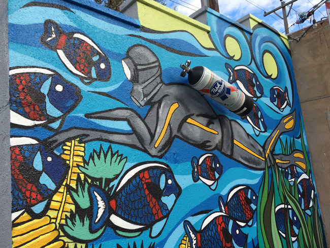 Pat-Milbery_Pat-McKinney_Dive-Inn-Mural_Pabst-Blue-Ribbon_Scuba_Close-Up.jpg