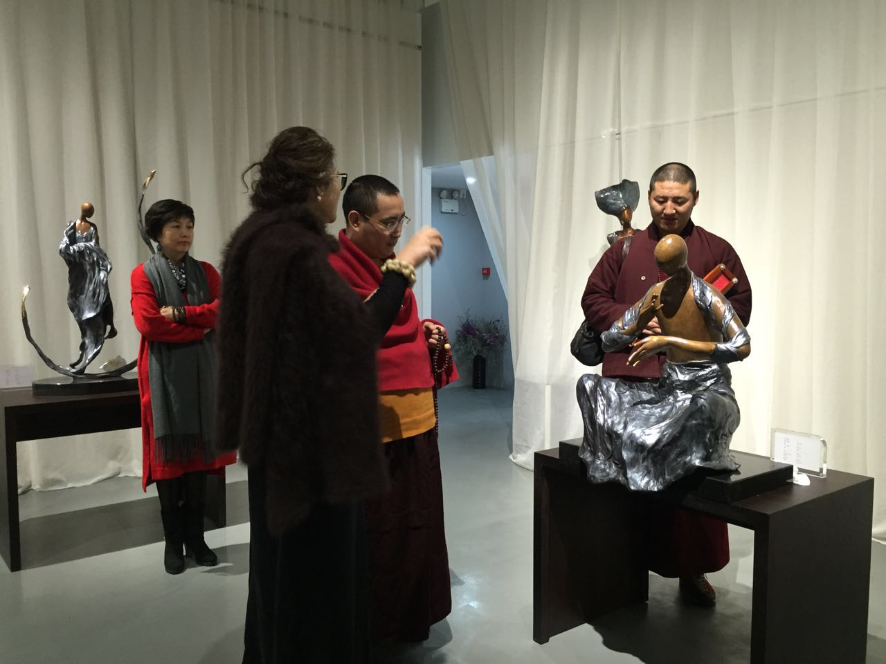 Artist Wu Ching Ju talks about Beyond Zen artworks with various guests, including monks and masters.