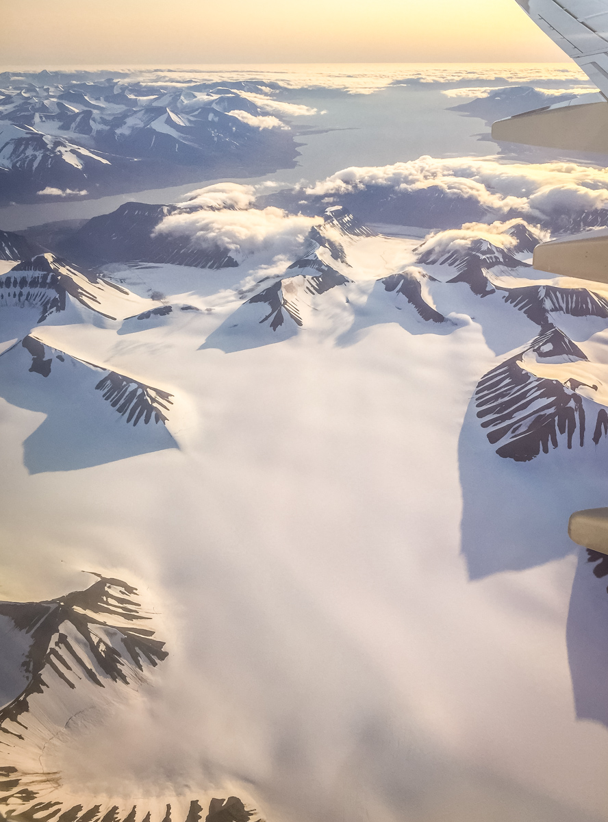 Elin got this nice shot of the snowy landscape on our descent in to Longyearbyen.