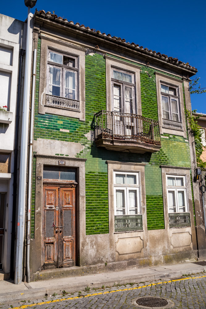 While wandering around Porto I got lost in a neighbourhood and found this place. I love these green tiles.