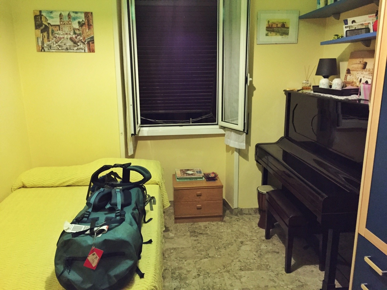 My room at Andrea's place… with a piano! However the piano badly needed a tuning and I was only around during hours when it would have woken the neighbourhood, so I didn't play it. Maybe next time!