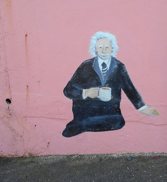 Photo credit:commons.wikimedia.org/wiki/File:Albert_Einstein_Murals_on_the_Promenade,_Sheringham,_29_February_2016.JPG