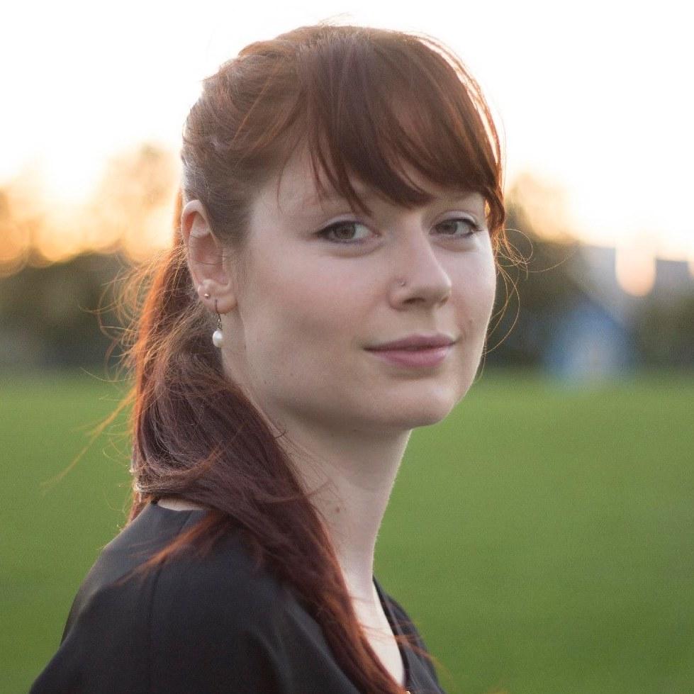 Anna Bohn_Headshot (1).jpg