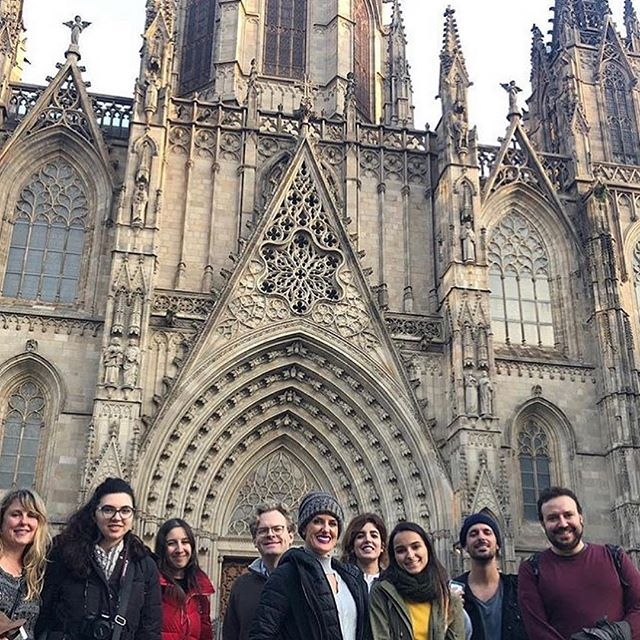 Day two in Barcelona touring the Gothic Quarter with fellow Spanish language students of @caminobarcelona 🕍 the outing ended with delicious mint Arabic Tea🍵 my brain is feeling a little overwhelmed and my body a little fluffy but my soul is happy 😊 ¡más importanté de todos! 💖 #mivida