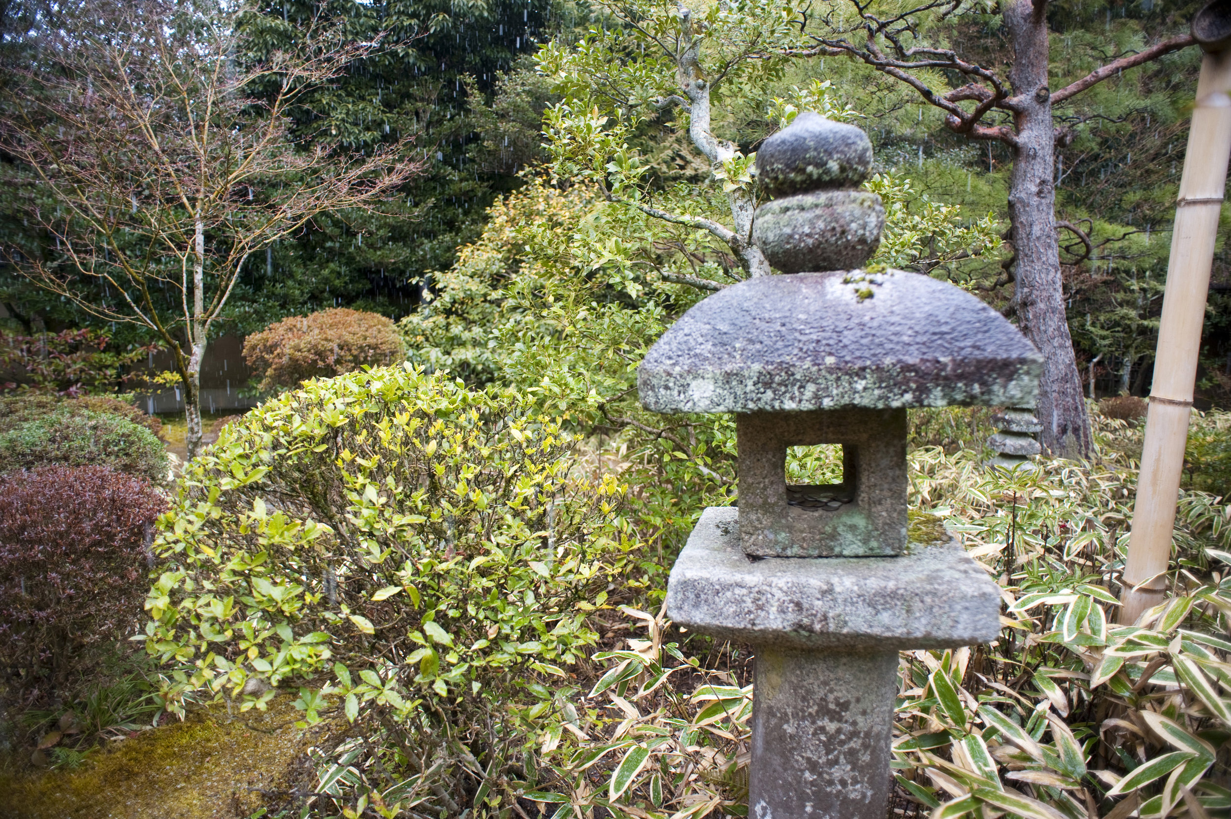 japanese_stone_lantern.jpg