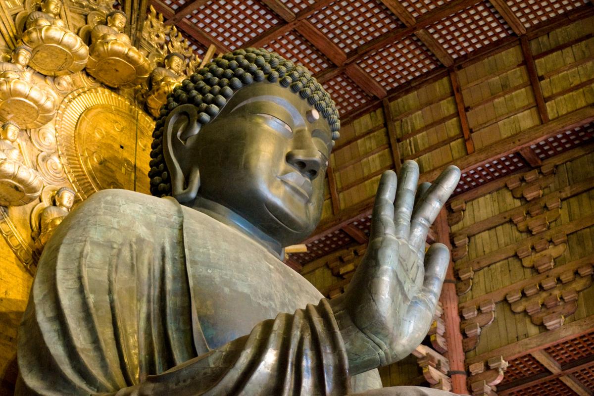 Close_up_view_of_Great_Buddha_Hall_Daibutsu_in_Tōdai-ji_temple_complex._Nara,_Nara_Prefecture,_Kansai_Region,_Japan.jpg