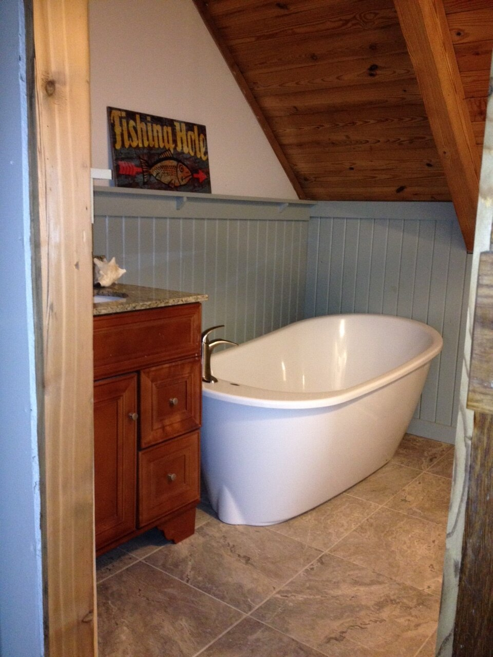 Log Cabin private bath