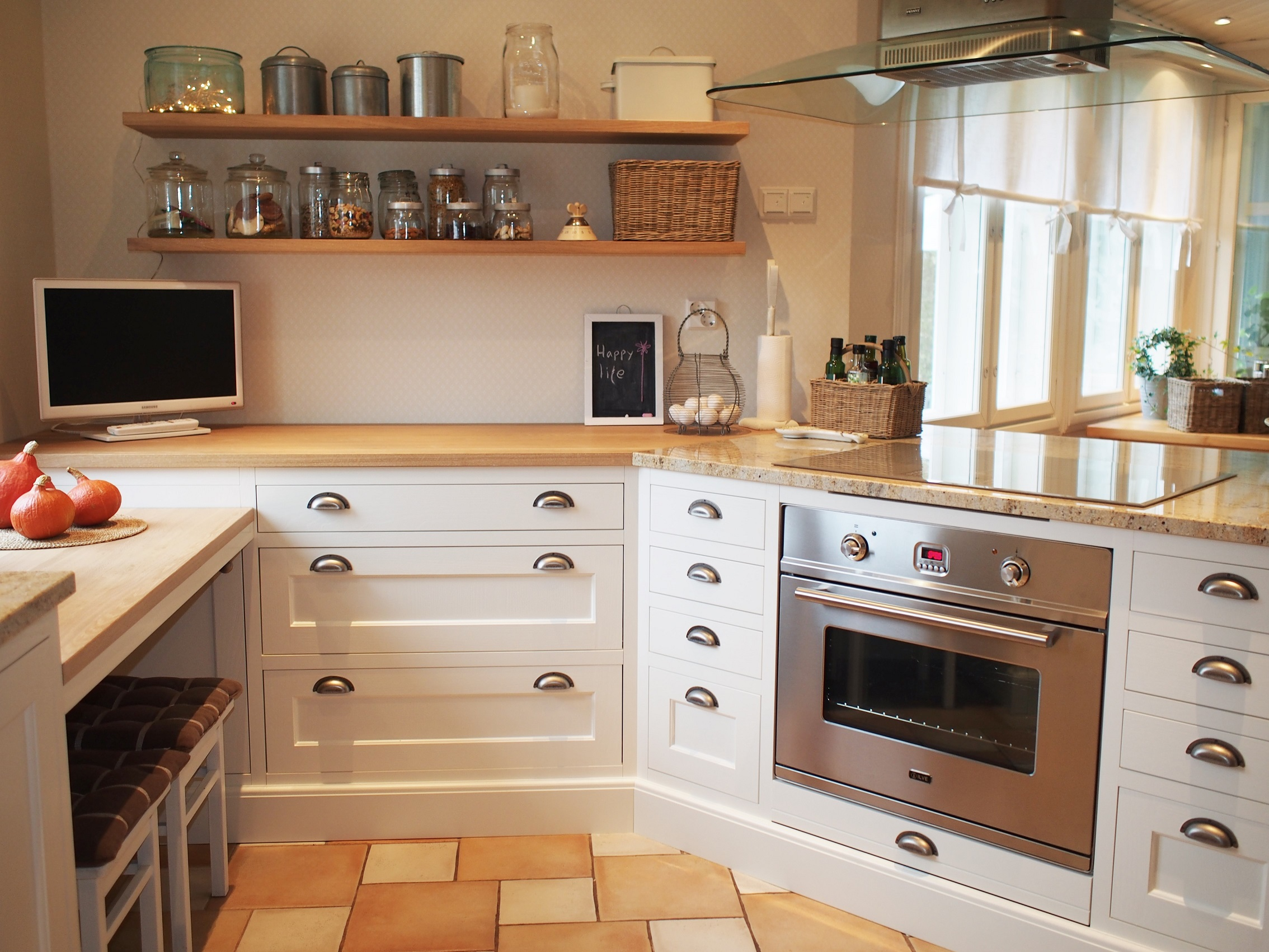 Vanhanajan keittiö 6 JALOKALUSTE.FI.jpg