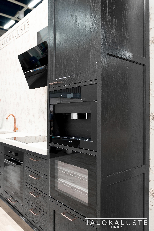 Jalokaluste_musta-kupari-keittiö2.jpg