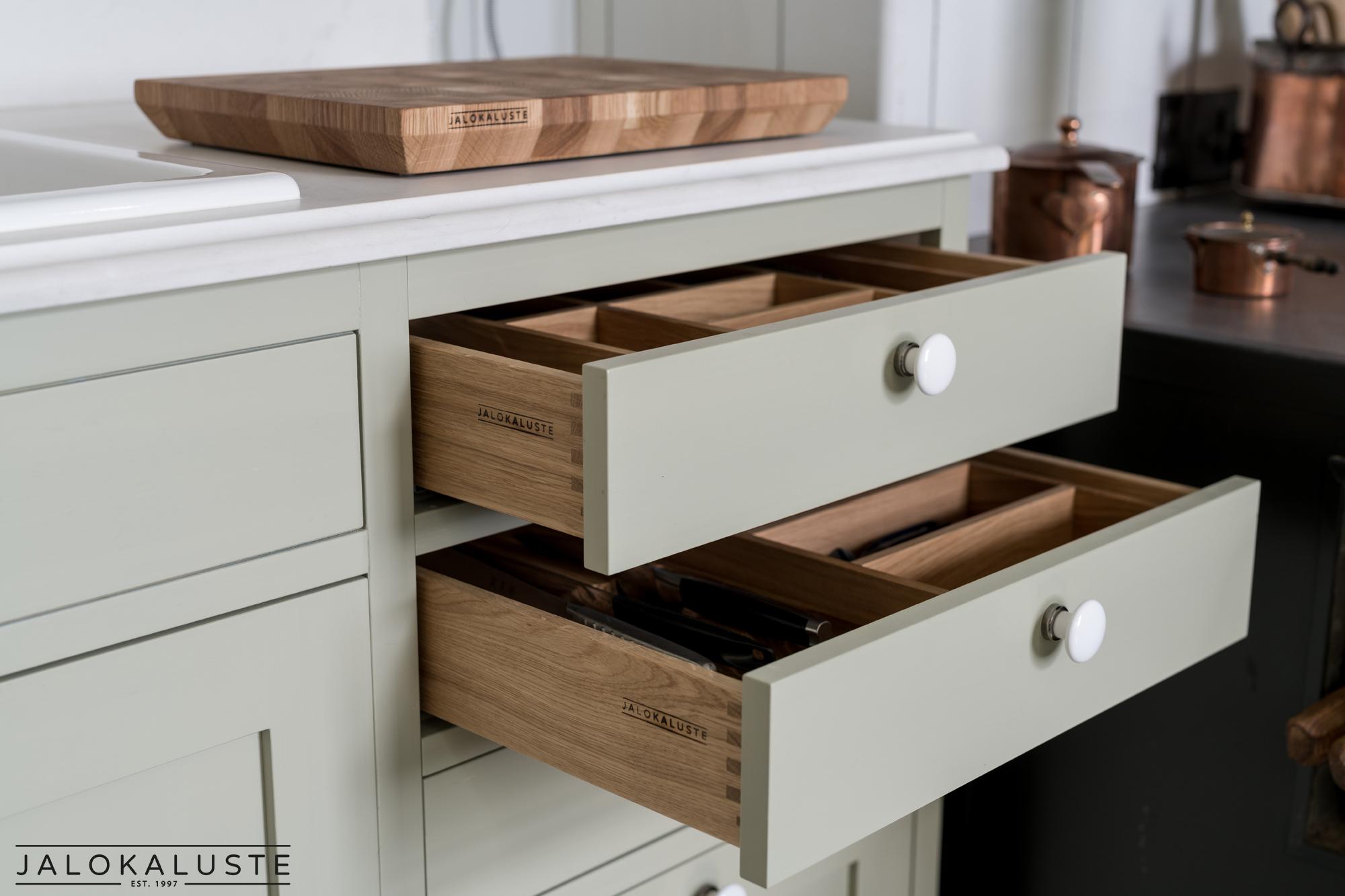 Sarlotta keittiö5- Jalokaluste.jpg