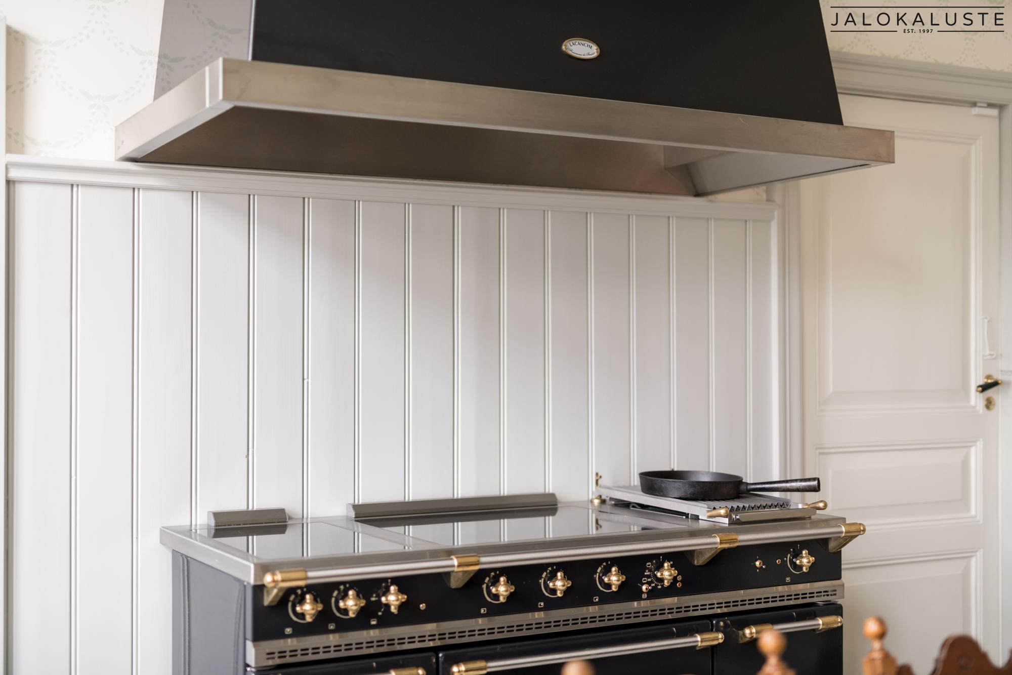 Sarlotta keittiö8- Jalokaluste.jpg