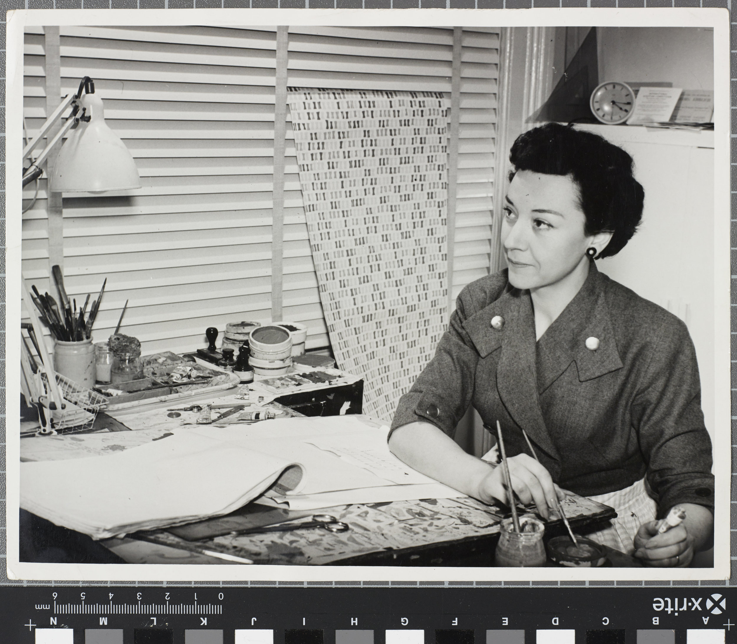 Lucienne Day with Diabolo wallpaper (1951) in Cheyne Walk studio. Copyright the Robin & Lucienne Day Foundation.