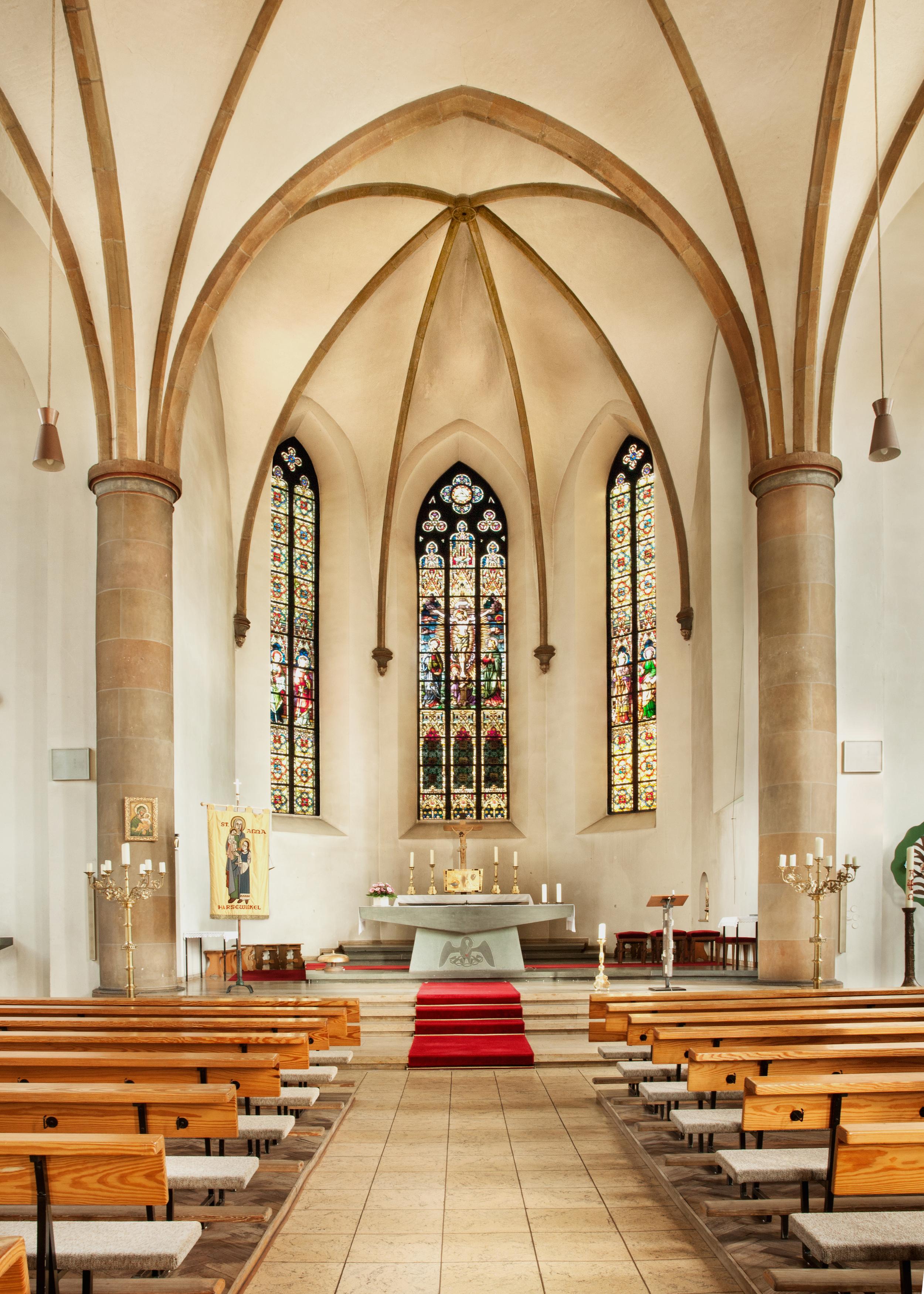 Innenansicht gotische Kirche / Altar