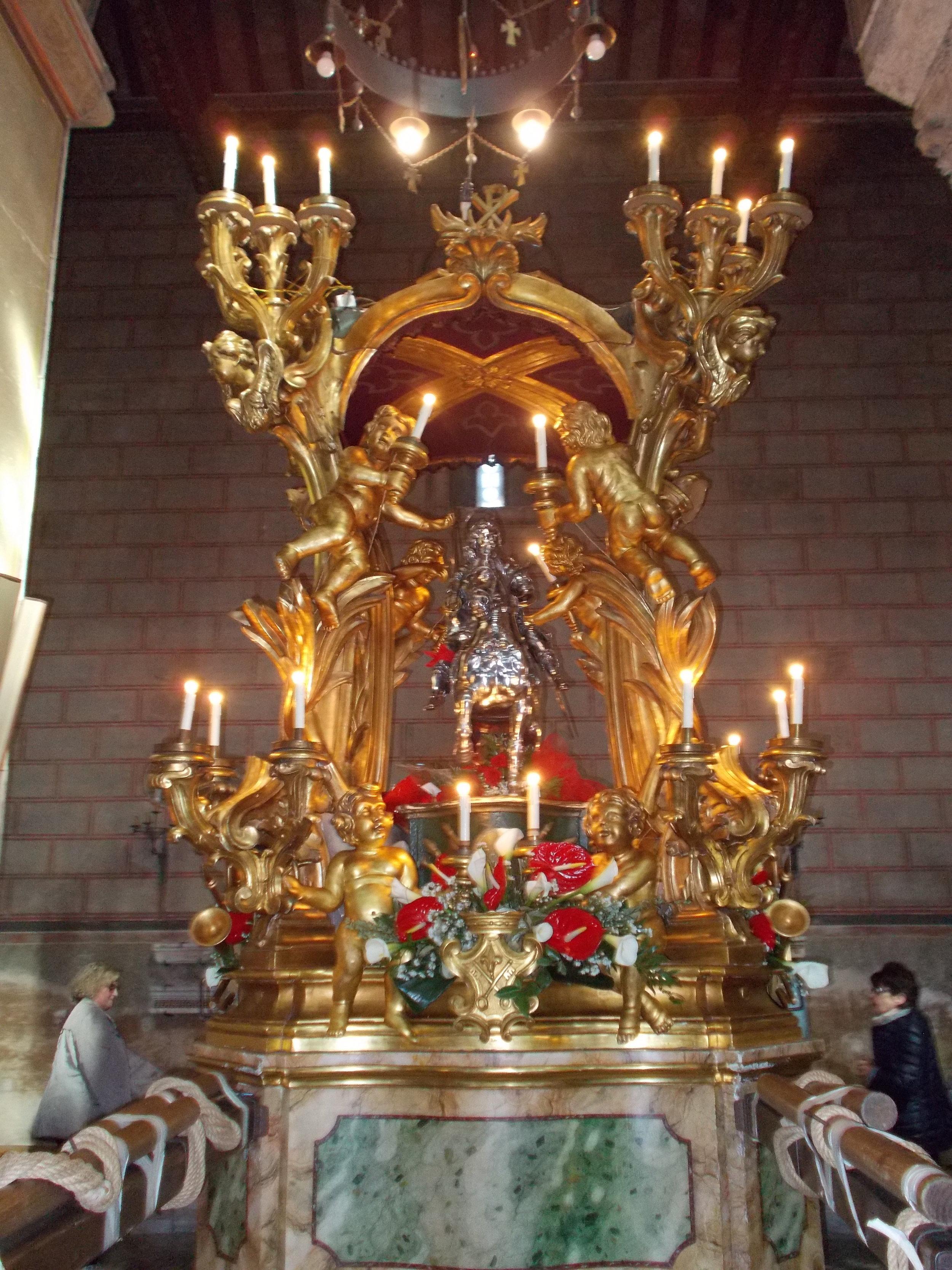 Statua di S.Ambrogio martire