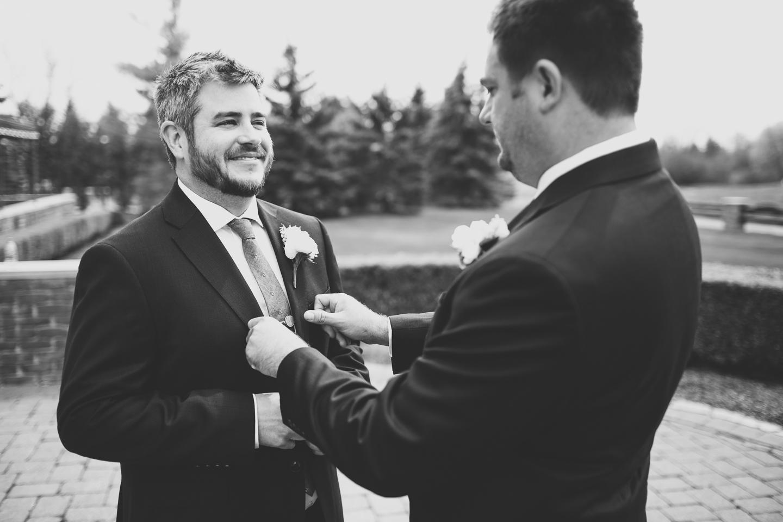 021-best-detroit-michigan-outdoor-spring-wedding-photographer.jpg