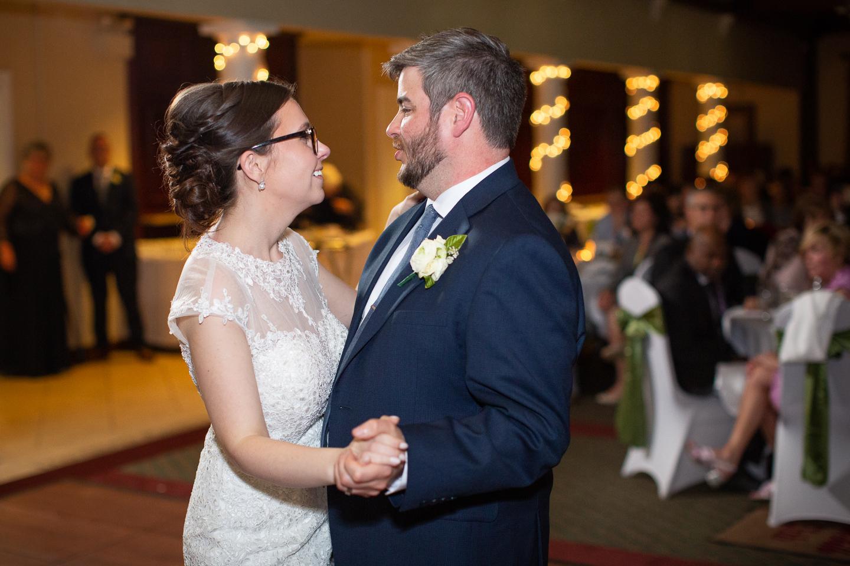 082-best-detroit-michigan-outdoor-spring-wedding-photographer.jpg