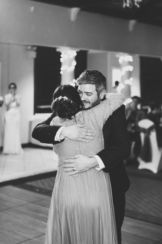 088-best-detroit-michigan-outdoor-spring-wedding-photographer.jpg