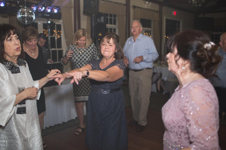 094-best-detroit-michigan-outdoor-spring-wedding-photographer.jpg