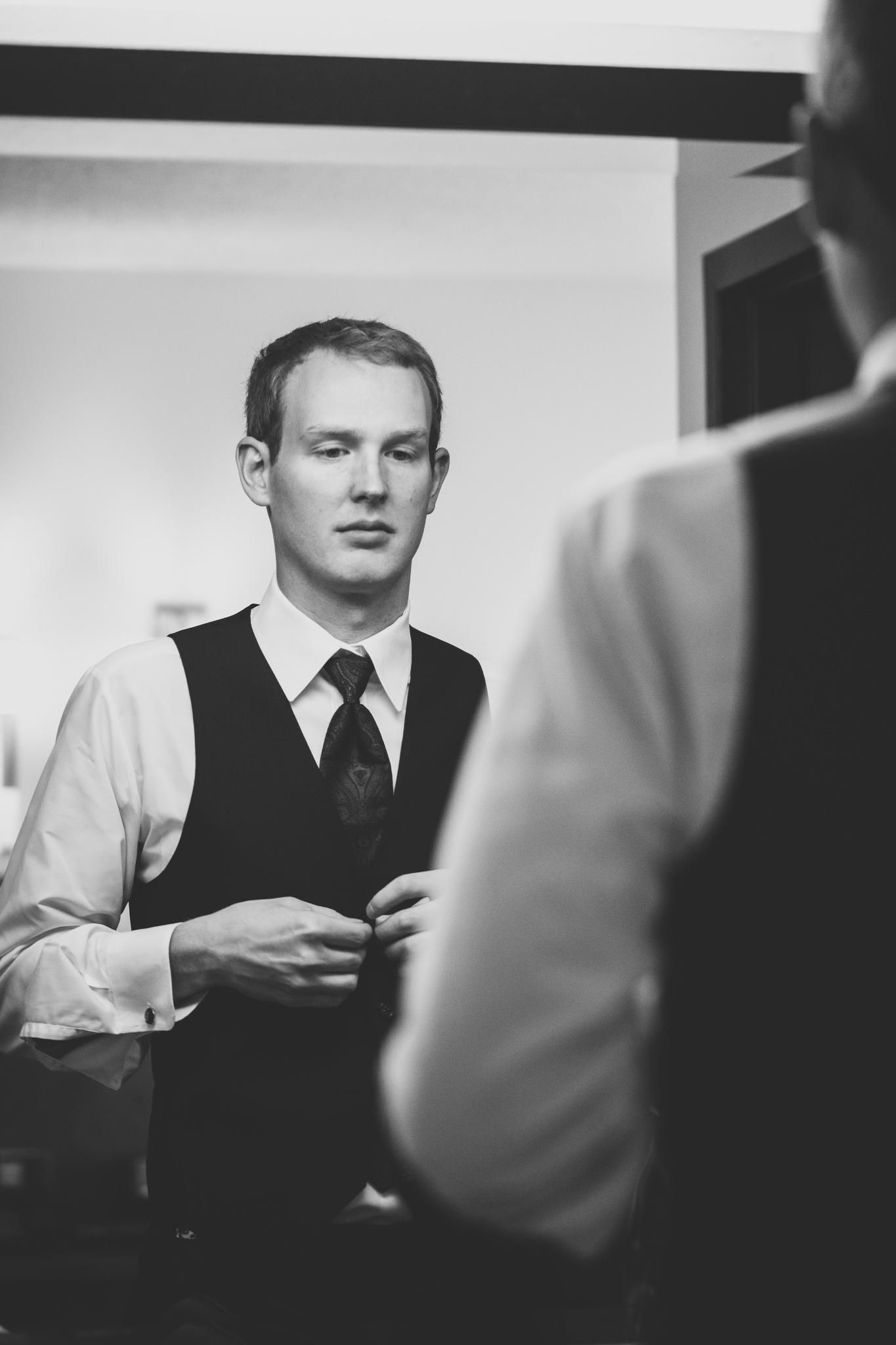 052-best-detroit-michigan-outdoor-wedding-photographer.jpg