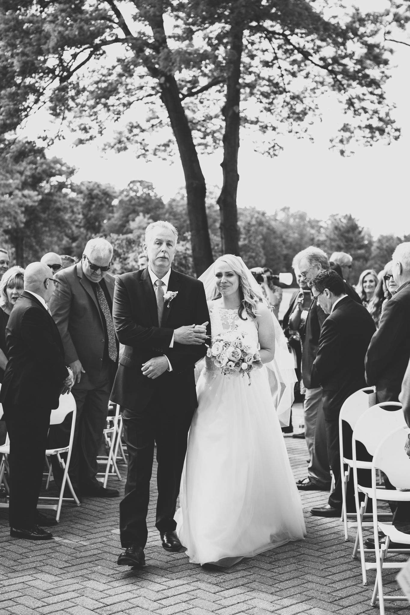 073-best-detroit-michigan-outdoor-wedding-photographer.jpg