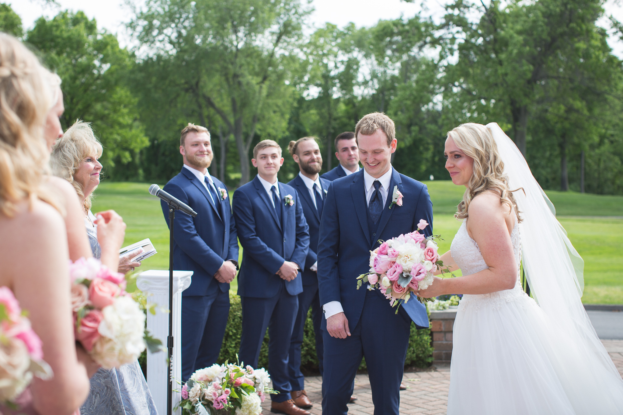 077-best-detroit-michigan-outdoor-wedding-photographer.jpg
