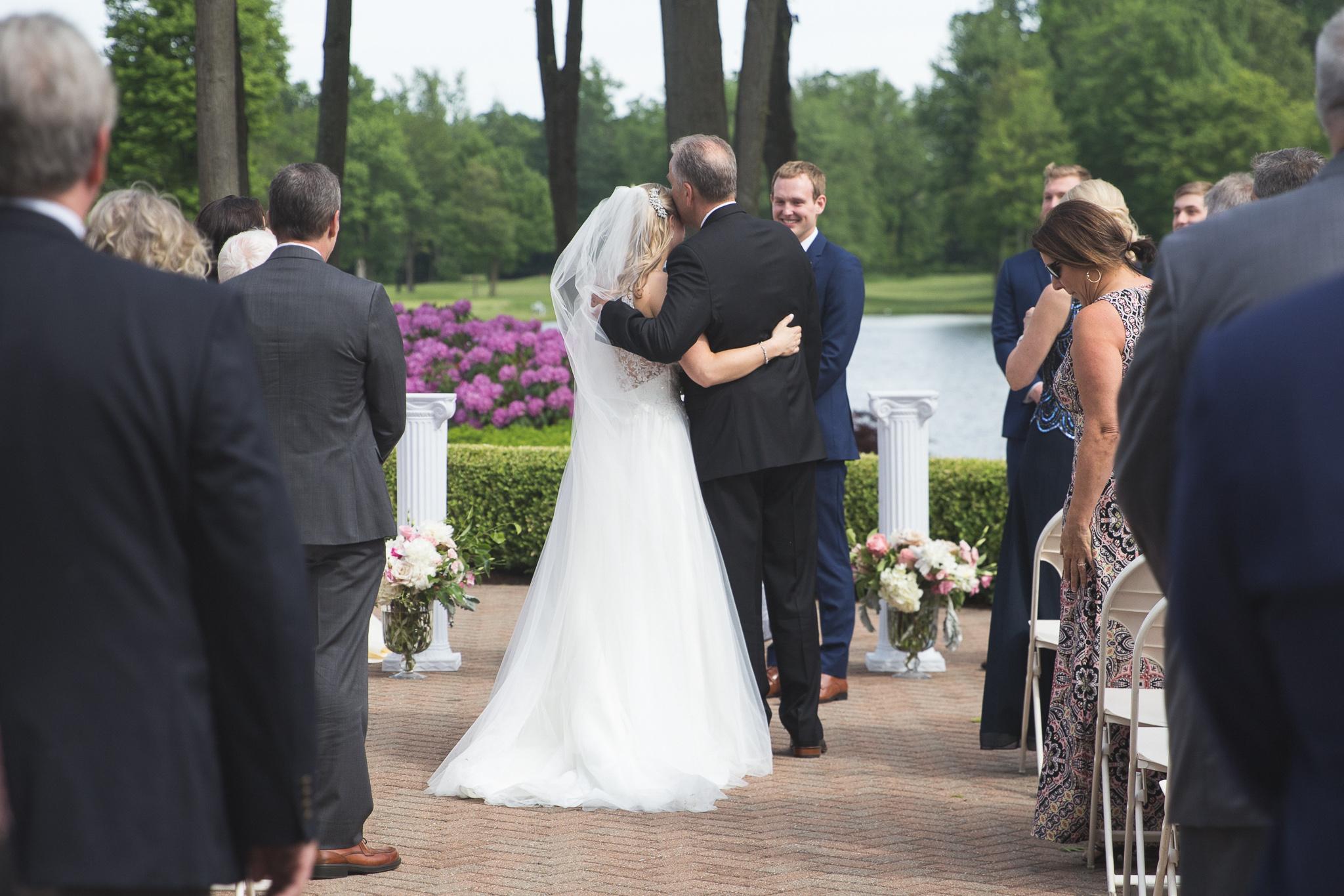 079-best-detroit-michigan-outdoor-wedding-photographer.jpg