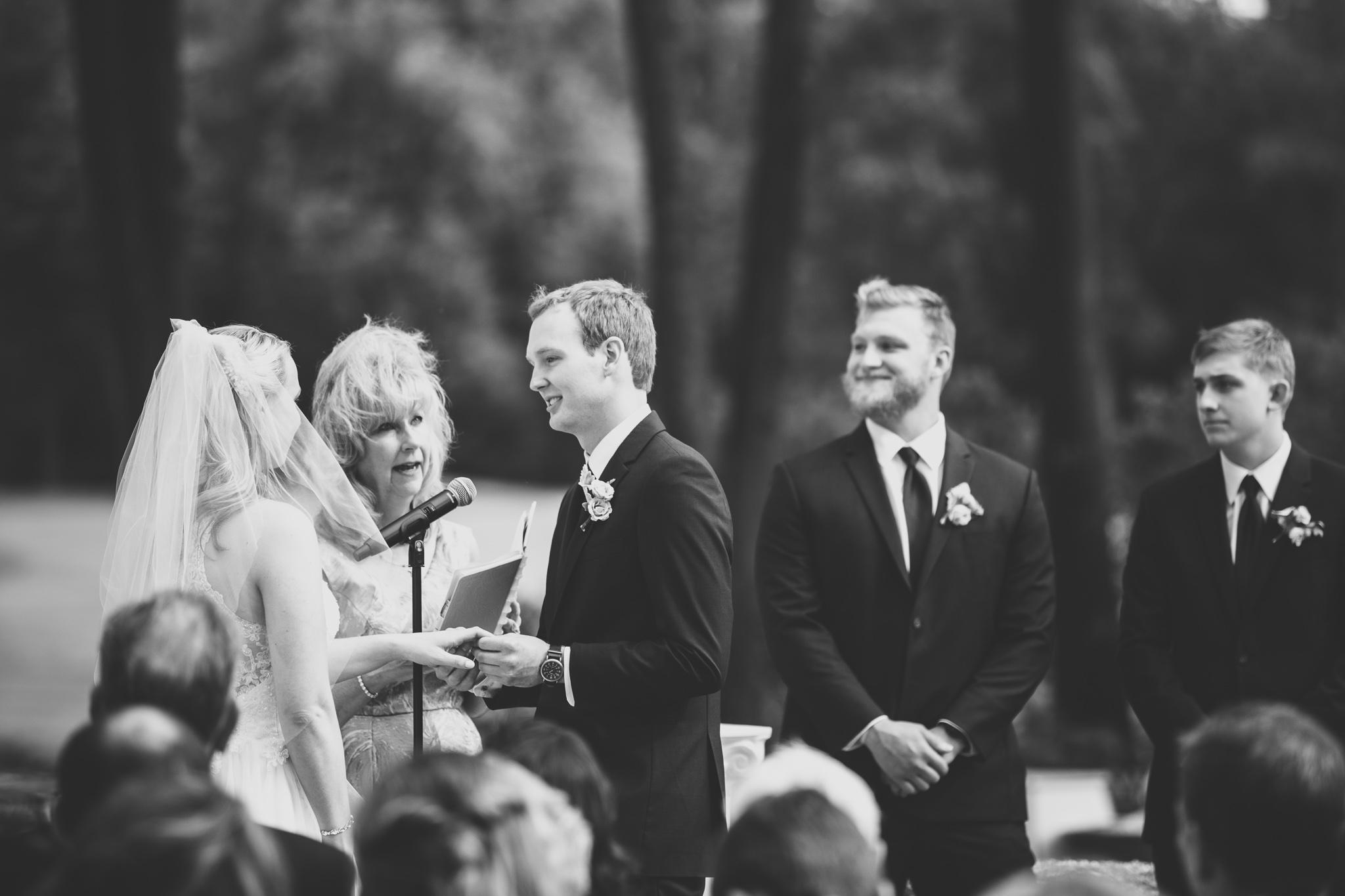 088-best-detroit-michigan-outdoor-wedding-photographer.jpg