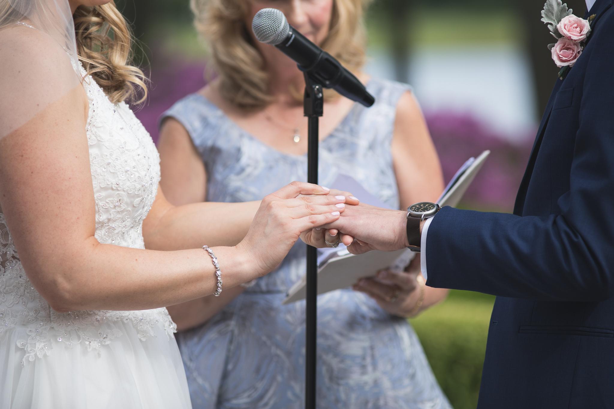 090-best-detroit-michigan-outdoor-wedding-photographer.jpg