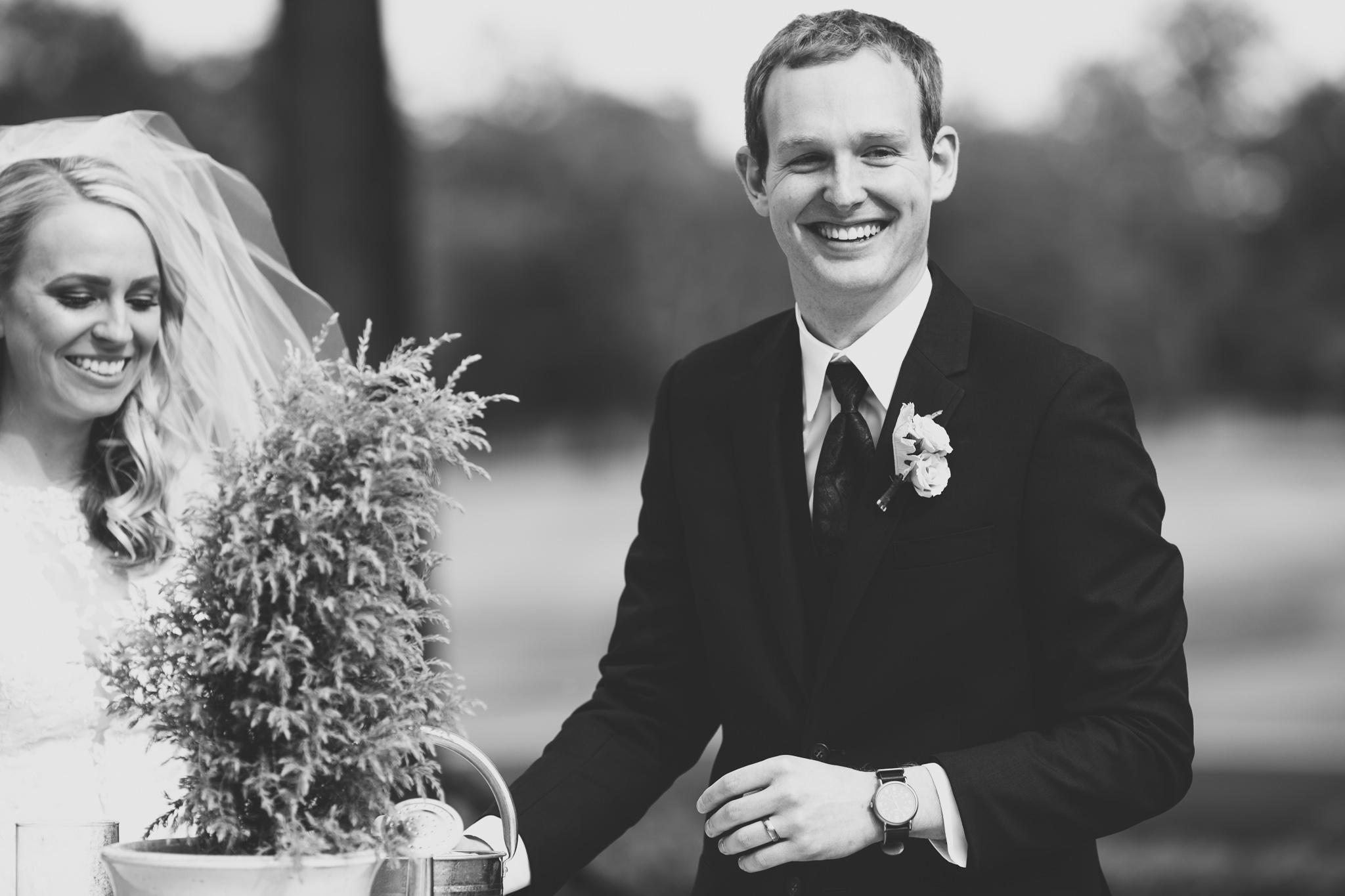 092-best-detroit-michigan-outdoor-wedding-photographer.jpg