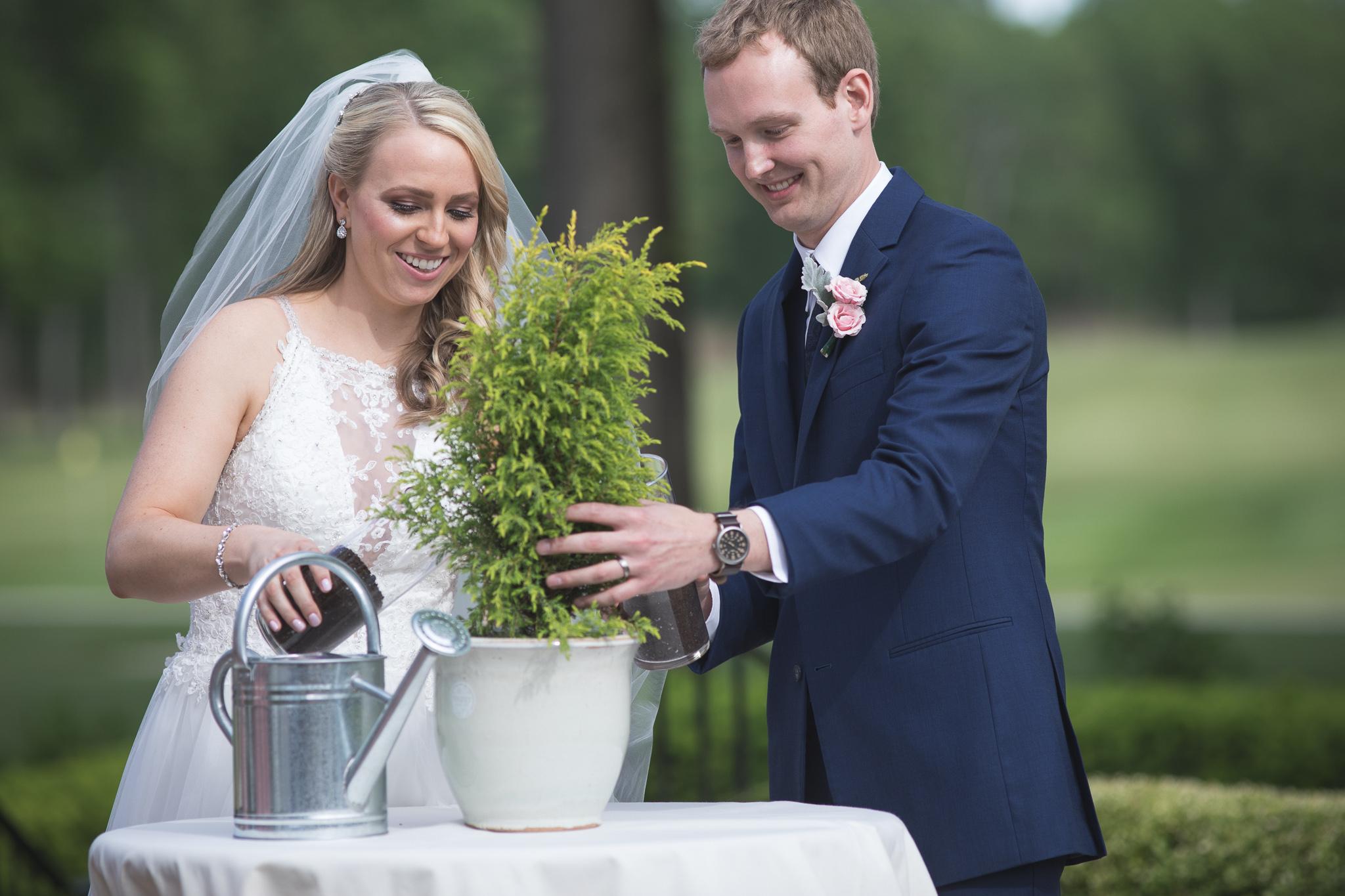 091-best-detroit-michigan-outdoor-wedding-photographer.jpg