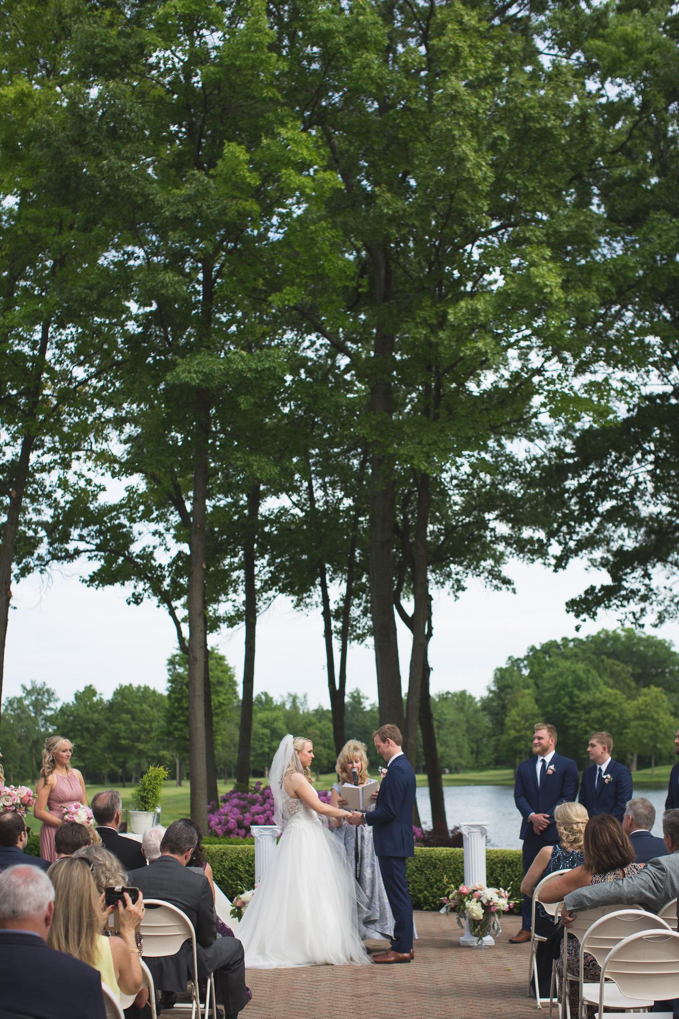 093-best-detroit-michigan-outdoor-wedding-photographer.jpg