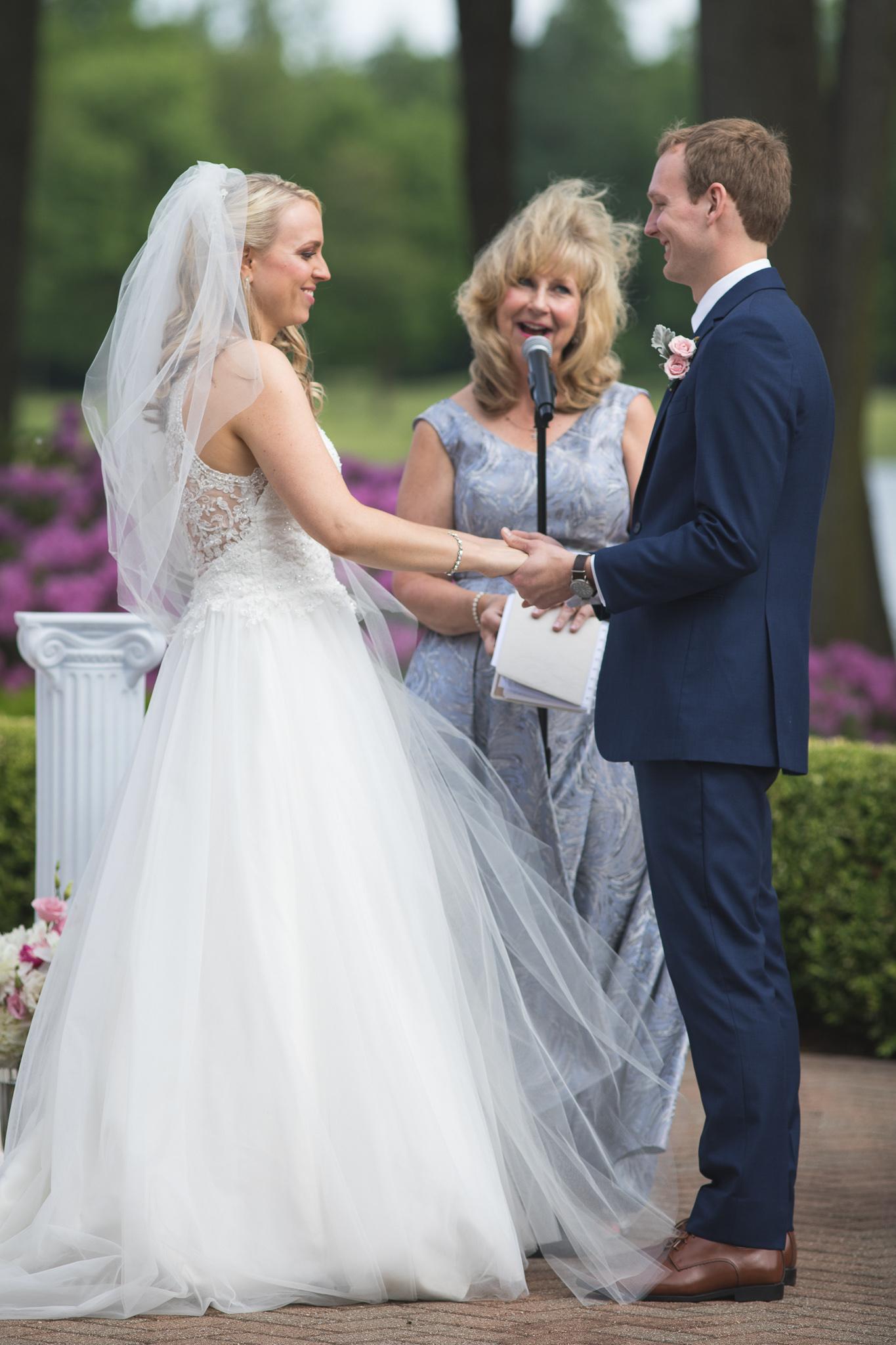 095-best-detroit-michigan-outdoor-wedding-photographer.jpg