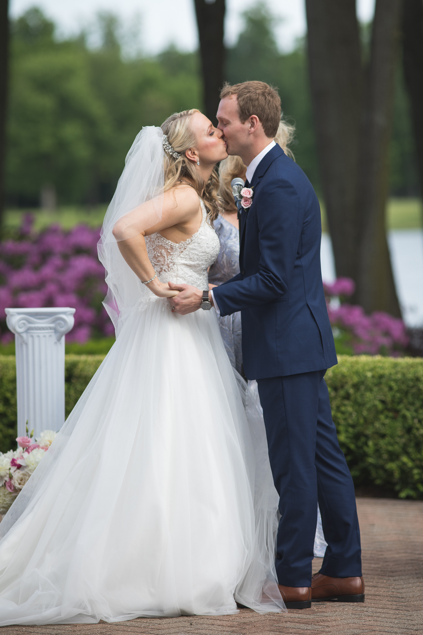096-best-detroit-michigan-outdoor-wedding-photographer.jpg