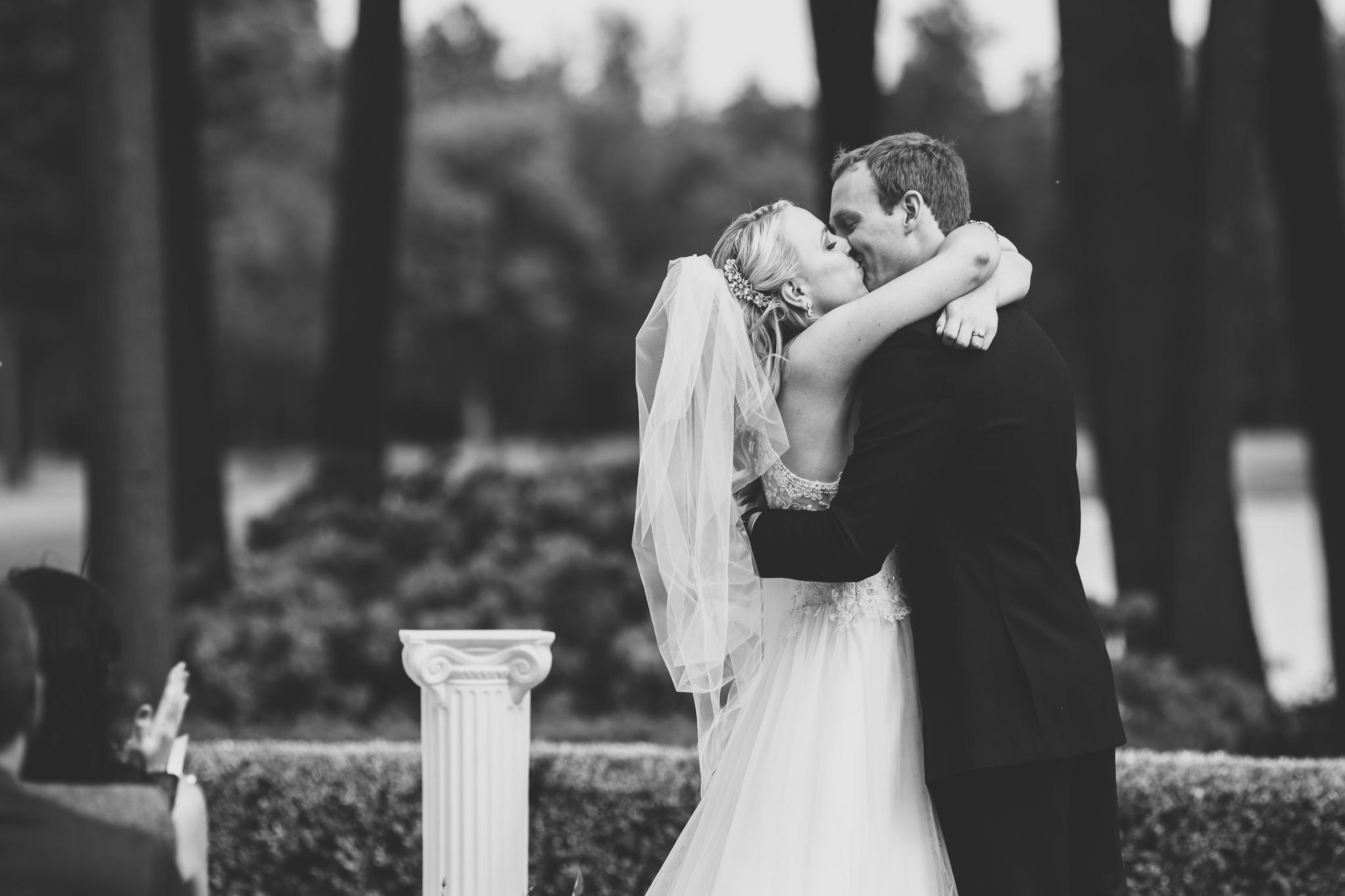 097-best-detroit-michigan-outdoor-wedding-photographer.jpg