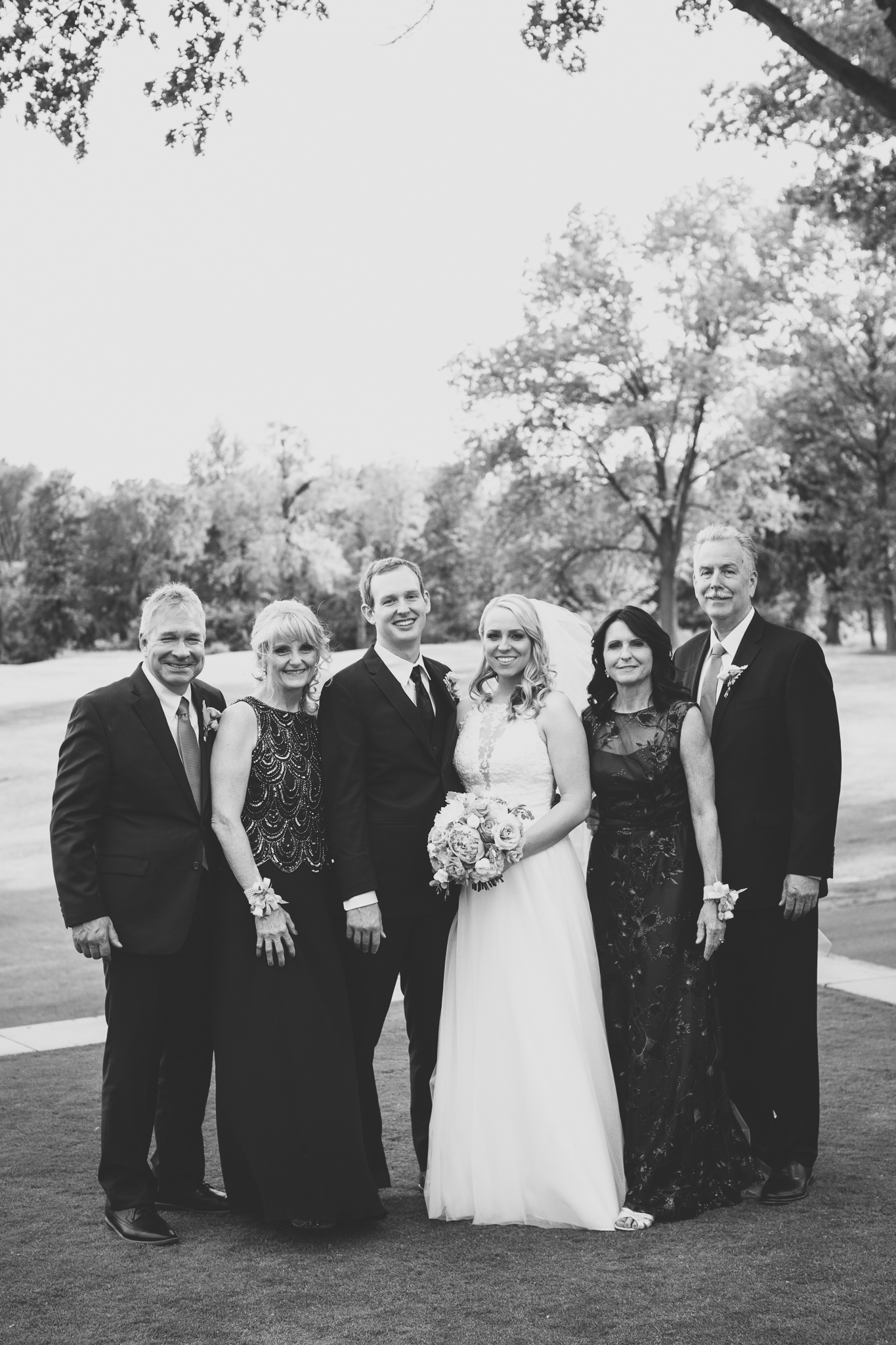 107-best-detroit-michigan-outdoor-wedding-photographer.jpg