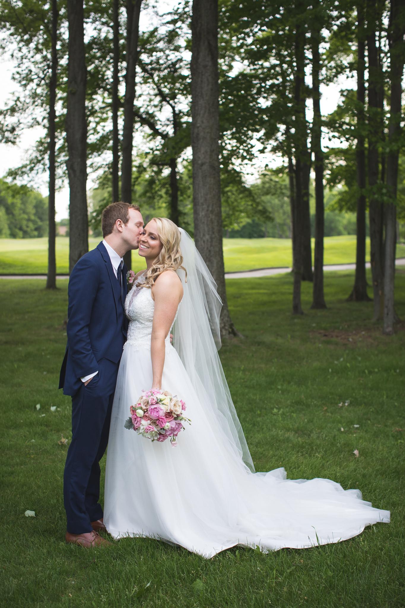 117-best-detroit-michigan-outdoor-wedding-photographer.jpg