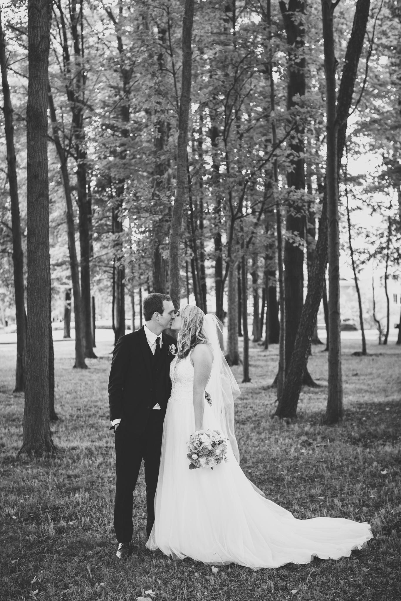 122-best-detroit-michigan-outdoor-wedding-photographer.jpg
